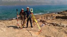 Fatih is helping Michael Jones with measurements
