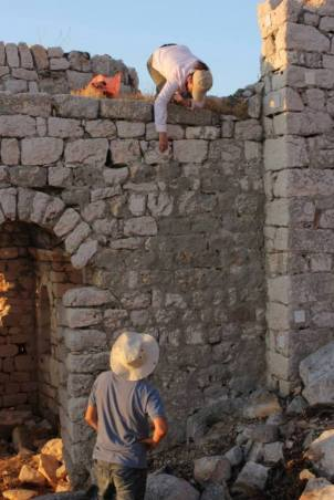 "Lara Taş and İbrahim Sezen working at Church V (""Martyrion"")"