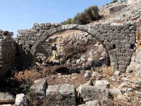 Arch in a house in the eastern neighborhood of Boğsak Island