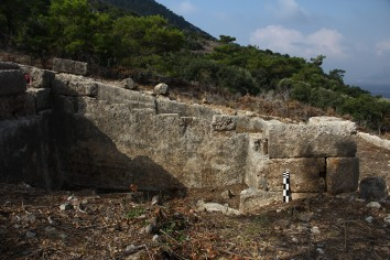 Quarry used as a foundation of an ashlar building